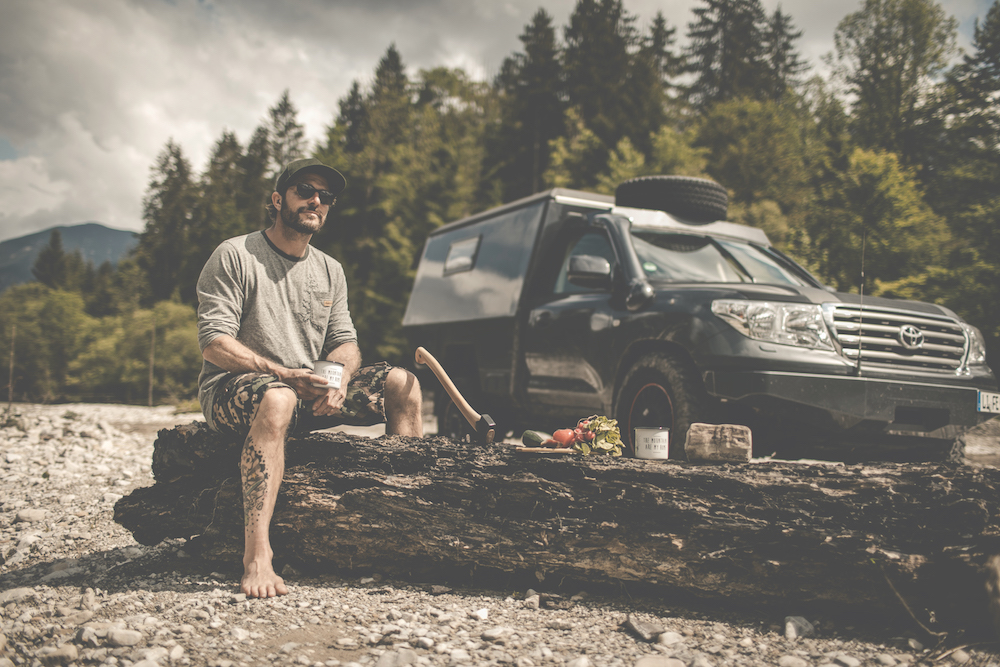 Markus Sämmer beim Kochen in der Natur