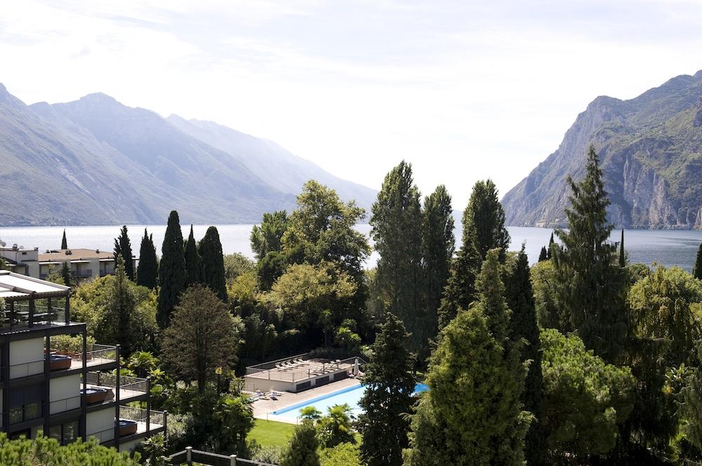 Du Lac et Du Parc Grand Resort_Pool im Park