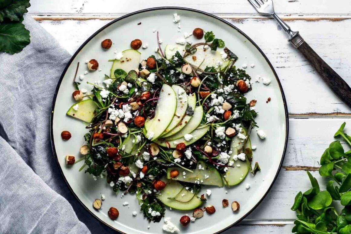 Salat mit Gruenkohl Radieschenkresse