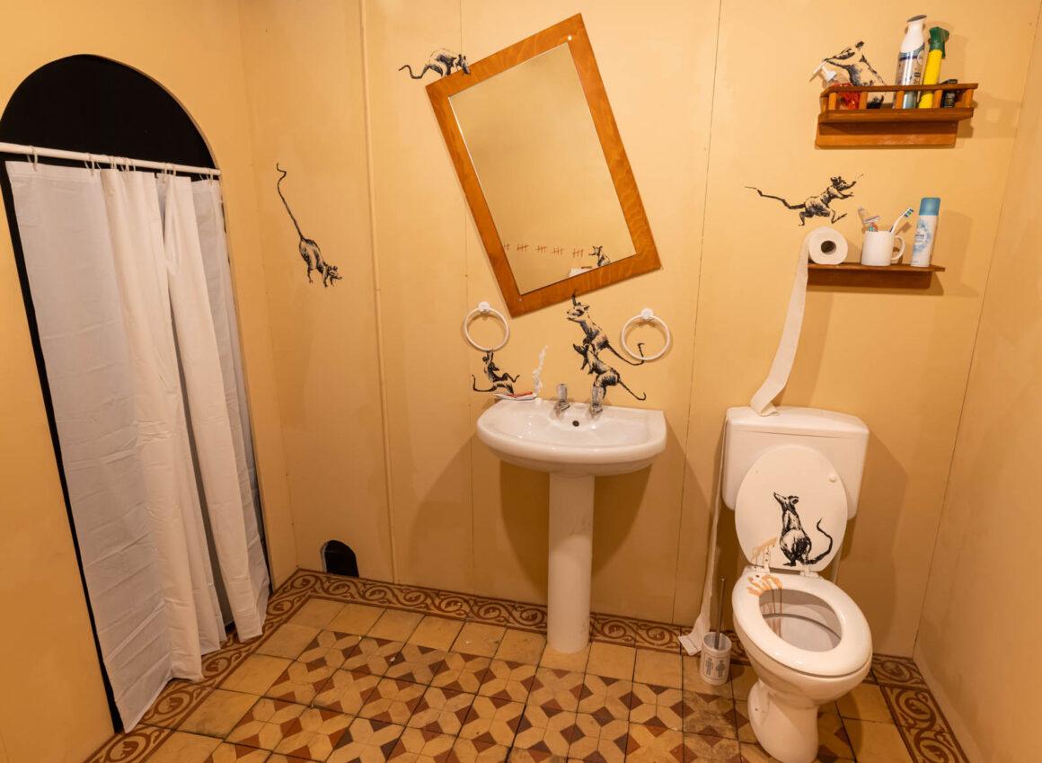 Mystery_of_Banksy_Toilette