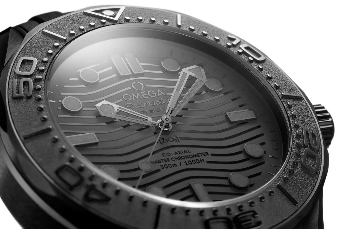 OMEGA_SeamasterDiver_BlackBlack_Detail