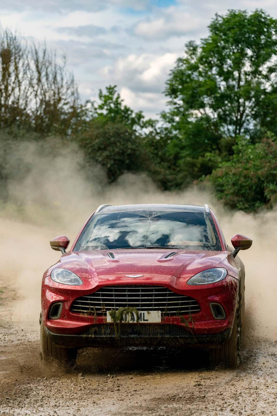 Aston_Martin_DBX Red