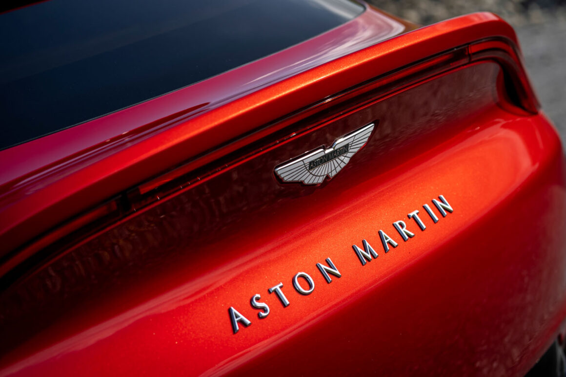 Aston_Martin_DBX__Hyper_Red_Heck