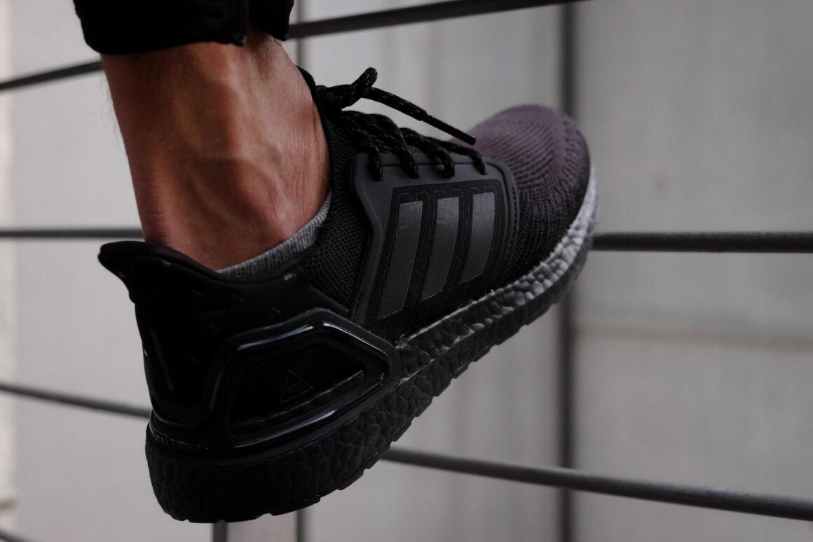 PHARRELL WILLIAMS ULTRABOOST Adidas