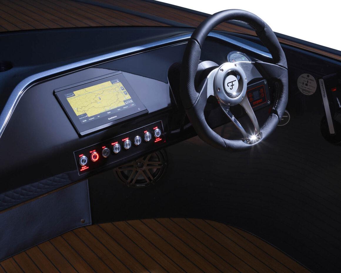 650-Alassio_steering-wheel